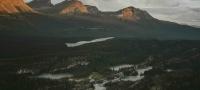 Montañas Rocosas del Norte y autopista Alaska Highway